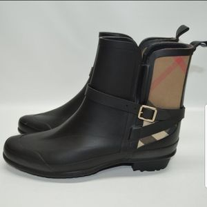 EUC Burberry Riddlestone Check Short Rainboot!